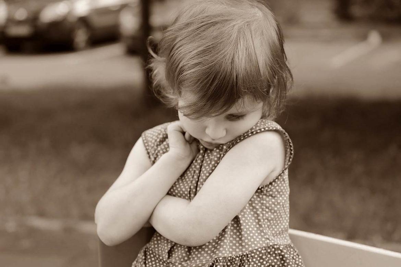 Coller des étiquettes à nos enfants : une habitude qui n'est pas sans conséquences